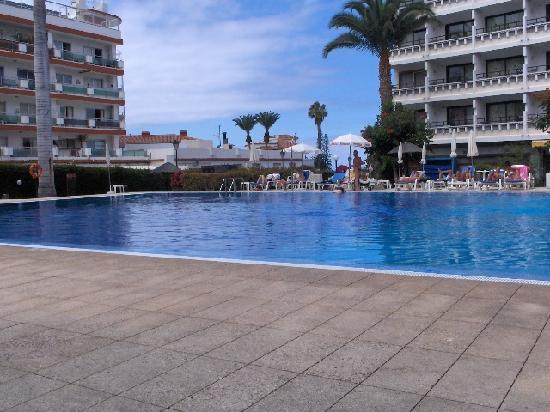 Masaru Apartments: Pool area